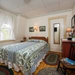 Room 4: Second Floor Queen Bedroom